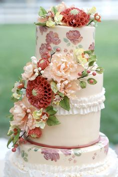 These wedding cake inspiration from Artisan Cake Company are so unique and pretty you have to see them! Happy pinning!