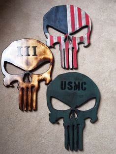 Woodworking Training III %er Punisher Skull – Made It Ohio - Punisher Skull is made from pine, burnt and sprayed with gloss- kept simple to give it a raw and cool look. Comes ready to hang Measures approximately 12 x 17 Small Wood Projects, Woodworking Projects Diy, Diy Wood Projects, Wood Crafts, Woodworking School, Military Crafts, American Flag Wood, Punisher Skull, Star Stencil