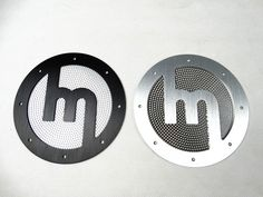 These lightweight aluminium speaker covers fit on your leather/aluminium door panels in your MX-5 NA. They give a vintage look to your interior while being extremely strong and light. Specifications: Price is for a set of 2 Brushed aluminium Bare brushed aluminium or brushed black aluminium available Rivets supplied Speaker grilles included Availability: 25 - 35 days production time
