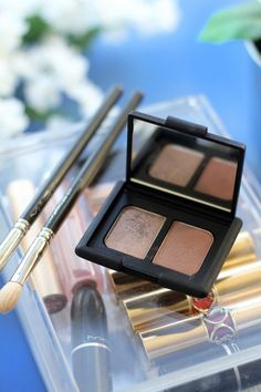NARS Kalahari has become an absolute favourite for me, it's just the perfect everyday eyeshadow duo. Find out exactly why I love it plus see some swatches by reading on. Flatlay from beauty blog The Makeup Directory www.themakeupdirectory.co.uk