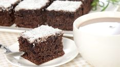 Vláčny kokosový koláč s rumom | Recepty.sk Rum, Food, Basket, Essen, Meals, Rome, Yemek, Eten