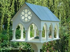 Stunning designer bird tables direct from the maker. Garden Crafts, Garden Projects, Wood Projects, Projects To Try, Bird House Feeder, Wild Bird Feeders, Bird Tables, Little Free Libraries, Bird Boxes