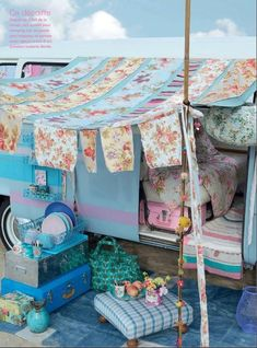 11 Awesome Camping Decorations