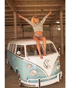 Volkswagen Bus, Vw Camper, Combi T1, Volkswagen Transporter, Hot Vw, Bus Girl, Vw Vintage, Vans Girls, Classic Cars