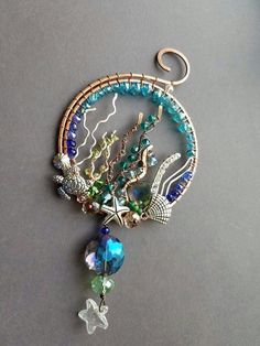 Under the sea wire wrapped pendant Old Jewelry, Metal Jewelry, Jewelry Crafts, Jewelry Art, Beaded Jewelry, Jewelery, Handmade Jewelry, Jewelry Design, Jewelry Making