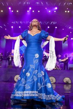 Jenni Rivera love her dress ... I miss you ... Now you're another angel with our lovely father ! <3