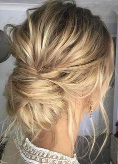 Messy updo wedding hair inspiration | Bridal hair style ideas #hairstyle #updo #looseupdo #hairinspiration #weddinghairstyles