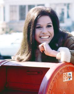 Mary Tyler Moore Show theme song written and performed by Sonny Curtis. The Emmy award winning sitcom aired from 1970 to Mary Tyler Moore Show, Hollywood Music, Hollywood Icons, Famous Women, Famous Celebrities, Female Celebrities, Famous People, Classic Tv, Her Smile