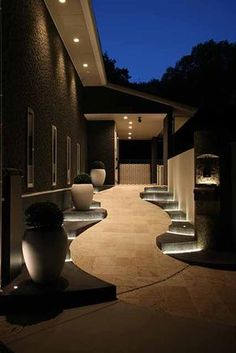 ʚ❤︎ɞ Spectacular garden lighting by lighting professionals. Enjoy a dramatic, romantic, even mysterious scene comparing to a day time. Exterior Design, Home Interior Design, Interior And Exterior, Dream House Exterior, Dream House Plans, Osaka, House Entrance, House Goals, Modern House Design