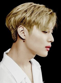 Taemin - Ahhhh... Imagine burying your face in that neck while running your fingers through his hair...   What a tease Pinterest is...