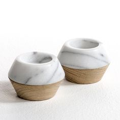 Pack of 2 candle holders. This sophisticated decorative object combines genuine marble and untreated oak. Diameter at base 5 cm. Maximum diameter in the centre: 7.5 cm. Reversible candle holder. Marble side holds tea lights (4 cm), oak side for tapered candles (diameter 2 cm, height 15 cm max.). Candles not included. Sold in packs of 2 candle holders.