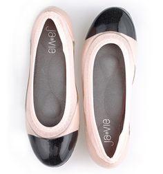 Black Cap/Shell Pink Flats