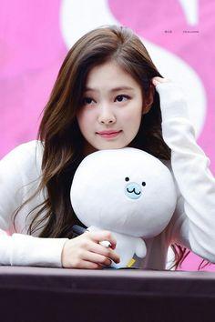 Jennie Blackpink - cute - girly - kid - baby - lovely - my love Kpop Girl Groups, Korean Girl Groups, Kpop Girls, Blackpink Jennie, V Wings, My Little Beauty, Black Korean, Chica Cool, Blackpink Members