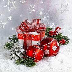 Christmas Makes, Christmas Design, Christmas Art, All Things Christmas, Christmas Wreaths, Christmas Bulbs, Christmas Decorations, Christmas Greeting Cards, Christmas Greetings