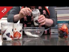 How to Bake Sweet Little Cakes in Canning Jars, instructional video by Karen Solomon Mason Jar Meals, Meals In A Jar, Canning Jars, Mason Jars, Cake In A Jar, Dessert In A Jar, Fruit Dessert, Köstliche Desserts, Dessert Recipes
