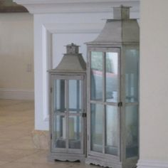 Lanterns. Beachy decor. Candles. These would be great for the balcony.