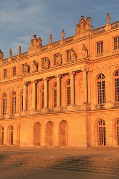 Coucher de soleil sur le château de Versailles, France