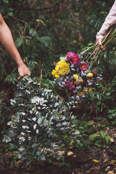 As plantas são um lembrete constante das fases da vida: começo, meio e fim. É comum ouvirmos comentários de gente frustrada com a duração das flores, dizendo que gostariam que elas durassem mais ou mesmo vivessem para sempre. Confira essas dicas para aumentar a vida útil das flores!