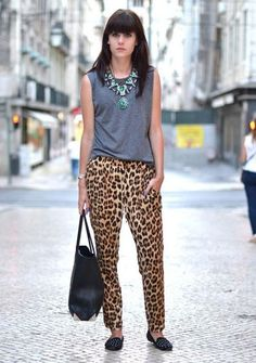 Love everything about this look from the leopard pants, studs on the shoes, blue nails, casual top w statement necklace Animal Print Pants, Leopard Print Pants, Animal Print Outfits, Animal Prints, Cheetah, H&m Trousers, Printed Trousers, Look Fashion, Urban Fashion