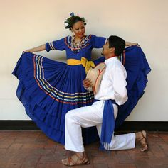 The social role of the male dancer is to dance with the female dancer. It is tradition for them. Honduras Travel, Roatan Honduras, Honduras Food, Elephant Cross Stitch, Beatiful People, Female Dancers, Brazilian Embroidery, Legging, Folk Costume