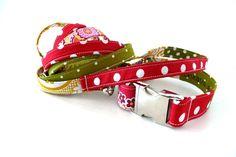 Im Set für Maja enthalten sind:    * ein Hundehalsband braun gepunktet für 40 cm Halsumfang  mit Aluverschluss silberfarbig  mit Name und Tel besti...