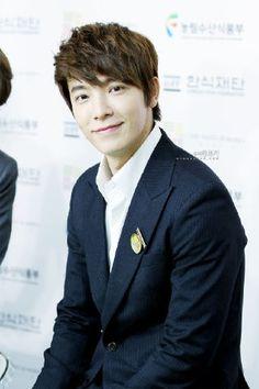 Kyaaa! ~ <3 Bright handsome smile >.< Lee Donghae <3