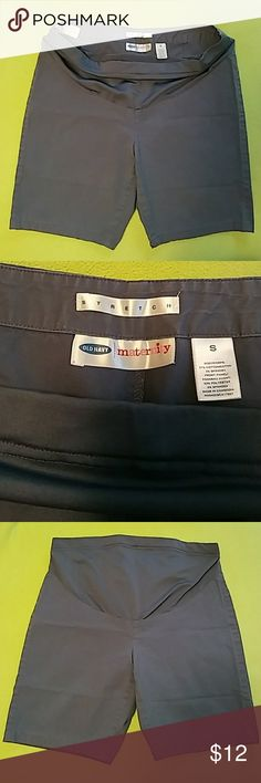 Old Navy Maternity stretch shorts Gray stretch fit maternity shorts with silky soft front panel and adjustable waist inner elastic and button. Length 17.5 inches Old Navy Shorts
