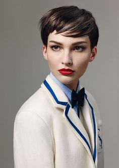 sassoon academy the group (6) - brown v eyeliner - brown shadow - mascara top lashes - fire engine red lipstick - groomed brows