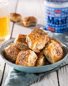 Inšpirujte sa chutnými a overenými receptami z domácich surovín. Pretzel Bites, Bread, Food, Basket, Brot, Essen, Baking, Meals, Breads
