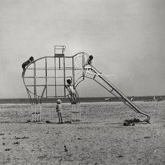 francesc català-roca. elephant slide. 1975.