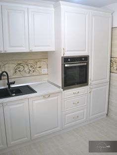 Diy Kitchen Storage, Kitchen Cabinet Design, Home Decor Kitchen, Kitchen Organization, Kitchen Interior, Home Kitchens, Kitchen Cabinets, U Shaped Kitchen, Studio Apartment Decorating