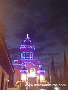 Santuario de la Virgen de Guadalupe en Pátzcuaro, luciendo su iluminación navideña. Disfrutalo a corta distancia de nuestro Hotel Mansión Iturbe.