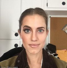 Allison Williams - right side makeup - pale pink lip, brown lip liner, bronzer, eyeliner. The left side of her face sans makeup shows the actress' flawless bone structure and clear skin Allison Williams, Charlotte Tilbury, Beauty Tips For Skin, Beauty Hacks, Beauty Ideas, Pale Pink Lips, Pale Makeup, Dramatic Makeup, Celebs Without Makeup