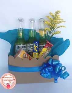 Candy Gift Baskets, Candy Gifts, Candy Centerpieces, Flower Box Gift, Diy Gifts For Dad, Alcohol Gifts, Weird Gifts, Father's Day Diy, Candy Bouquet