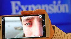 POR MIRIAM PRIETO Y RAQUEL MORENO. Wooptix, una 'start up' canaria, ha desarrollado una tecnología única en el mundo que permite la captación y reproducción de imágenes en 3D desde cualquier dispositivo con cámara. La compañía está en conversaciones con grandes actores de la industria tecnológica, con el objetivo de que incorporen su tecnología a los móviles. Además de capturar imágenes 3D, ofrece otras utilidades como la capacidad de reenfocar las fotos después de haberlas tomado.