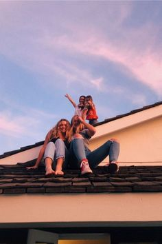 VSCO Best Friends Funny Cute Photo Ideas California Sunset Summer Vibe Inspo House Roof Cool Picture aesthetic outfit for school Cute Friend Pictures, Best Friend Photos, Best Friend Goals, Cute Photos, Friend Pics, Bff Pics, Family Pictures, Beautiful Pictures, Funny Pictures
