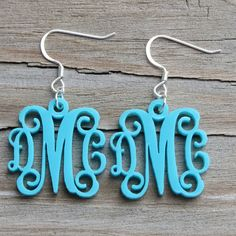 CHARMS 14 Acrylic Monogram Earrings (try using shrinky dinks plastic & my cricut to make these! Monogram Earrings, Monogram Jewelry, Leather Earrings, Leather Jewelry, Custom Jewelry, Handmade Jewelry, Cricut Monogram, Vine Monogram, Geode Jewelry