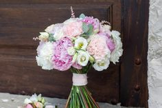 Fresh - The Prettiest Peony Wedding Bouquets - Southernliving. Exposed stems give this airy bouquet its natural quality.