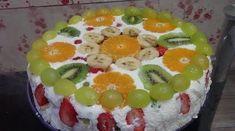 Ak nemáte radi ťažké zákusky a hľadáte ľahký, jemný a osviežujúci dezert, stavte na túto tortu. Sladká smotana a kyslé ovocie sú ideálnou kombináciou! O toto potešenie sa nemôžete ukrátiť ;) Potrebujeme: 1 hotový piškótový plát, alebo sušienky či piškóty (upečte napríklad podľa tohto receptu alebo ak máte málo času, použite kupovaný) 400 g ovocia... Fruit Salad, Deserts, Birthday Cake, Food, Youtube, Basket, Fruit, Salads, Kitchens