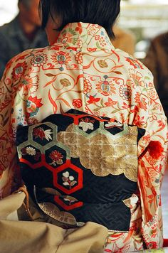 Like the honeycomb on this Kimono