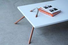 Mesa Poleiro. Menção honrosa na categoria protótipo de mobiliário, essa peça foi criada por Jayme Lorenzo Fernandez Koatz, Paulo Ferreira, Marcelo Nitzsche, a equipe do Sobrado 120.