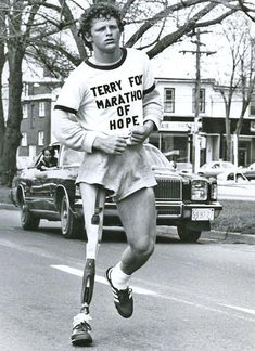 Terry Fox, a Canadian hero. Every year Canadian's participate in the Terry Fox run for cancer research.Terry Fox -- the gentleman who hiked from the Atlantic to the Pacific <--- Hiked? Every step he could Canadian Facts, I Am Canadian, Canadian History, Canada Day Crafts, Hometown Heroes, Sport Hall, Hard Men, O Canada, True North
