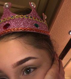 Crowns, Barbie, Girls, Fashion, Shots Ideas, School Memes, Meme Faces, Moda, Daughters