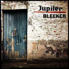 https://flic.kr/p/DSkH7f | #bruges #belgique #street #streetphotography #streetiphoneography #colors #jupiler #wall #door