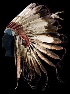 shewhoworshipscarlin: Sioux warrior's headdress, 1900 Native American Pictures, Native American Artwork, Native American Clothing, Native American Beauty, Native American Artifacts, American Indian Art, Native American Headdress, Native American Indians, Plains Indians