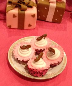 Cupcakes de zapatitos y cakes de regalo  Nancy Blanco