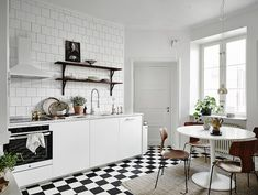 Kitchen in a stunning Swedish apartment in neutrals. Entrance / Jonas Bergstedt.