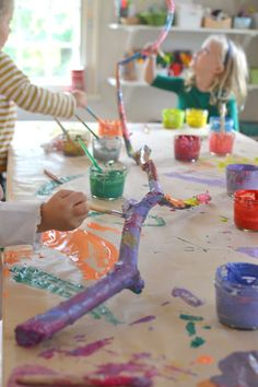 Trendy Collaborative Art Projects For Kids Preschool Teachers Kids Crafts, Projects For Kids, Art Projects, Arts And Crafts, Summer Crafts, Kindergarten Art, Preschool Art, Preschool Teachers, Painted Branches
