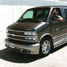 Max & son Chevrolet Explorer #van #truck #V8 #grossecylindrée #summer #ontheroad #drive Dodge, Volkswagen, Ford, Vans, Paris Mode, Explorer, Vehicles, Casual, Truck