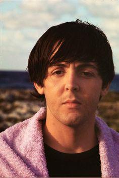 1965 - Paul McCartney um Help! film (backstage photo).